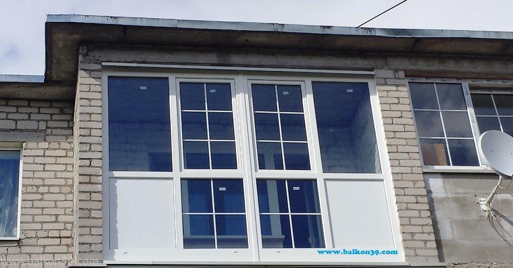 Фото пластикова балкона со стороны улицы..